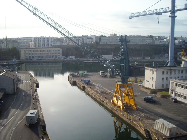 [Les ports militaires de métropole] Port de Brest - Page 4 Dscn1810