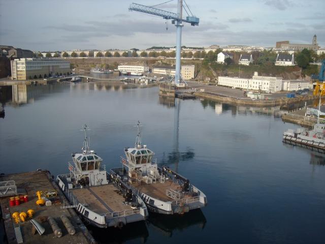 [Les ports militaires de métropole] Port de Brest - Page 4 Dscn1811