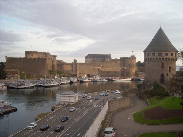 [Les ports militaires de métropole] Port de Brest - TOME 1 - Page 4 Dscn1812
