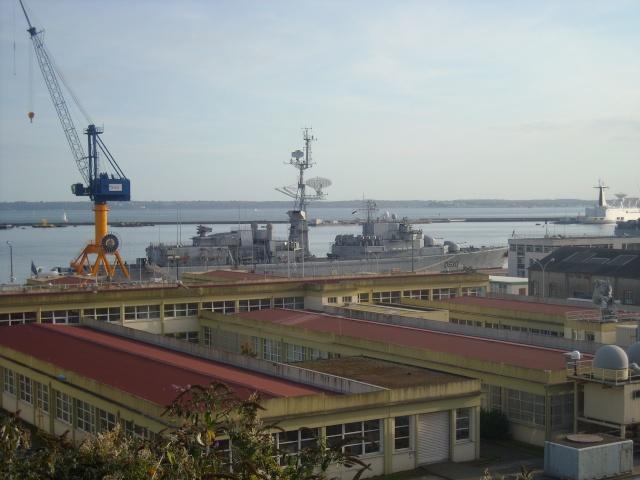 [Les ports militaires de métropole] Port de Brest - Page 4 Dscn1813