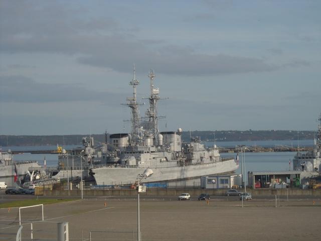 [Les ports militaires de métropole] Port de Brest - Page 4 Dscn1815