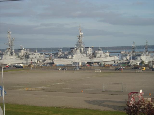 [Les ports militaires de métropole] Port de Brest - Page 4 Dscn1818
