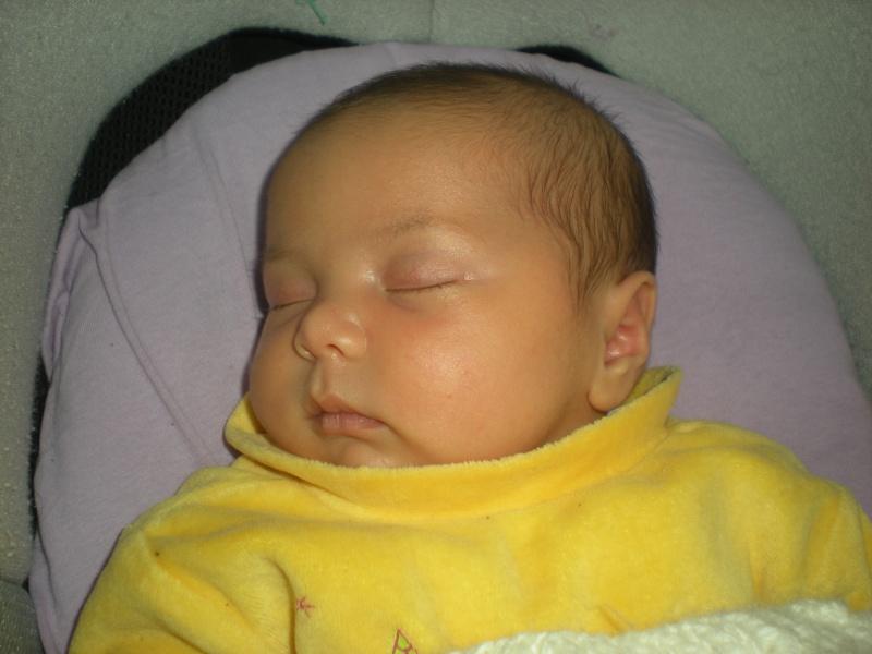 Les photos de bébé Romane !!! - Page 2 Dscn1010