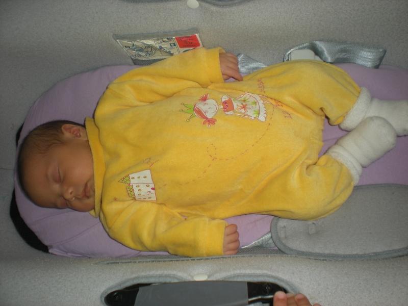 Les photos de bébé Romane !!! - Page 2 Dscn1011
