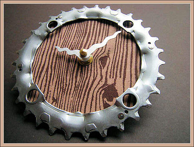 Stylish Wallclock From Recycled Bicycle Chain Ring Recycl10