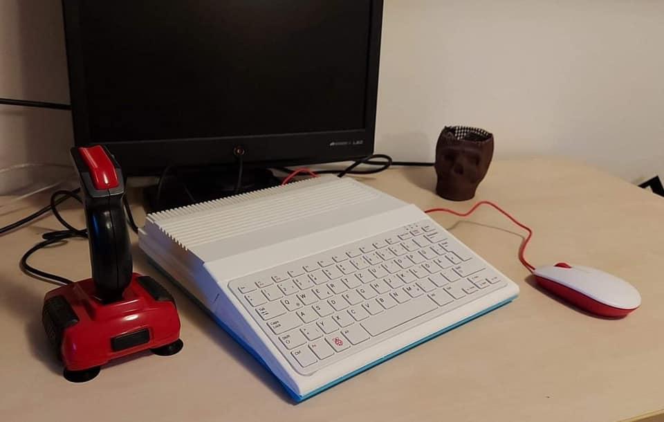 Une coque Amiga pour le Pi 400 ! Here10