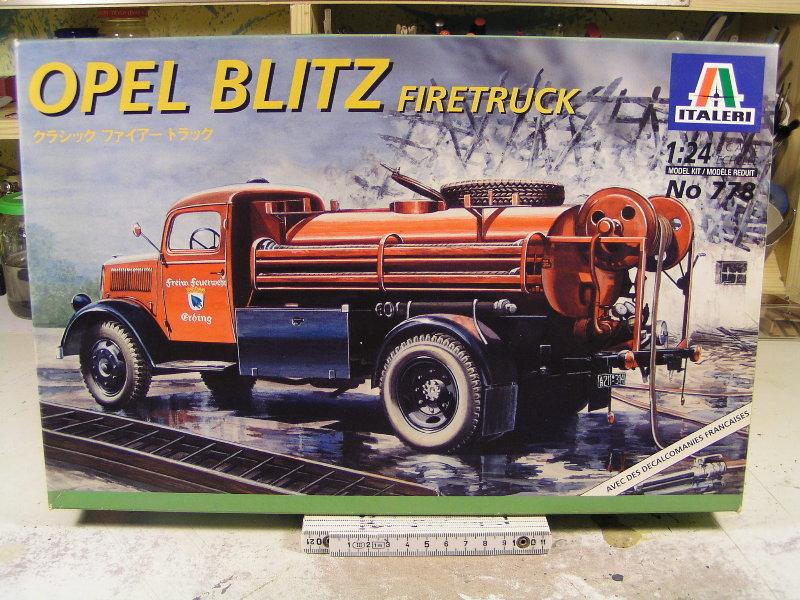 """Opel Blitz Firetruck 1:24 """"Fertig"""" 00113"""