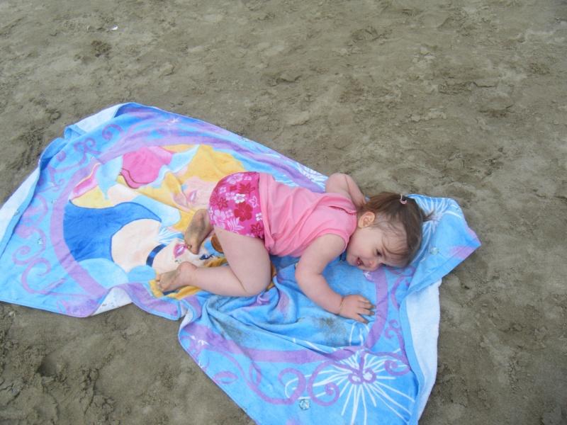 Chloé et son drap de plage princesse Dscf0010