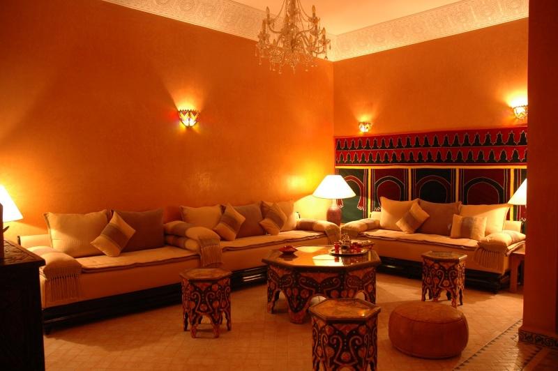 couleur pour un salon marocain. Black Bedroom Furniture Sets. Home Design Ideas