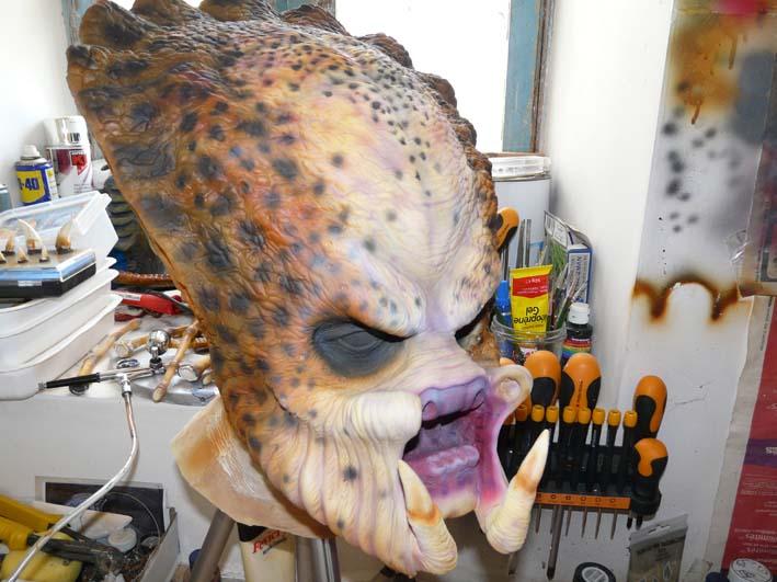predator life size latex mask P1030419