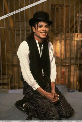 Vos photos favorites de MJ! Michae10