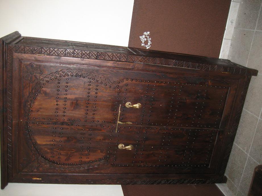 Une armoire, une table basse : artisanat marocain Img_7610