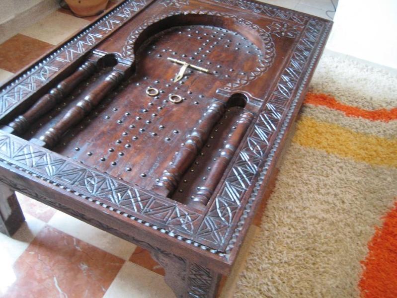 Une armoire, une table basse : artisanat marocain Img_7611