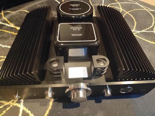Magnat RV-3 integrated amplifier (Used) 412