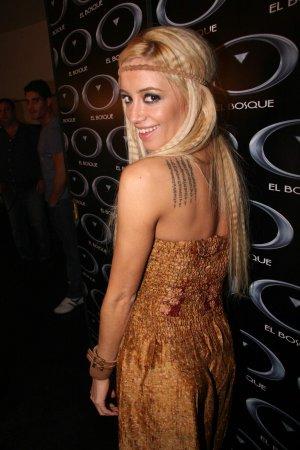 Claudia Ciardone le copió tatuaje a Angelina Tatuea10