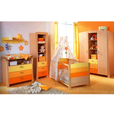 Toute petite chambre à la forme compliquée pour une petite fille ...