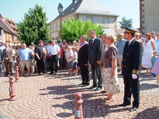 Jean-Marie et Marie-Odile Bockel à la fête de la fontaine de Wangen le 5 juillet 2009 Dscf3413