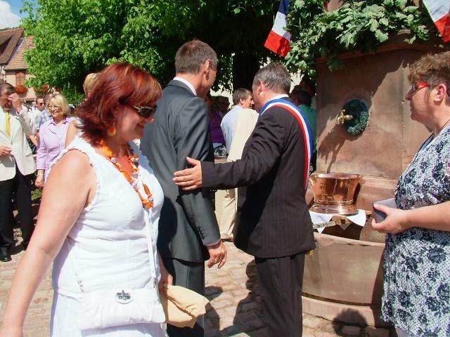 Jean-Marie et Marie-Odile Bockel à la fête de la fontaine de Wangen le 5 juillet 2009 Dscf3512