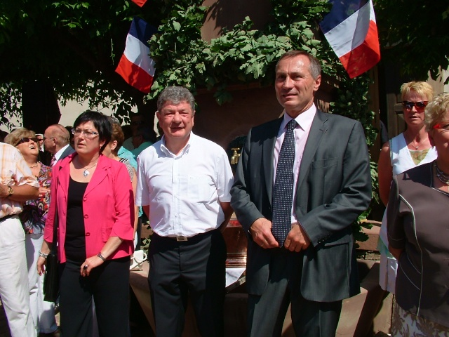 Jean-Marie et Marie-Odile Bockel à la fête de la fontaine de Wangen le 5 juillet 2009 Dscf3513