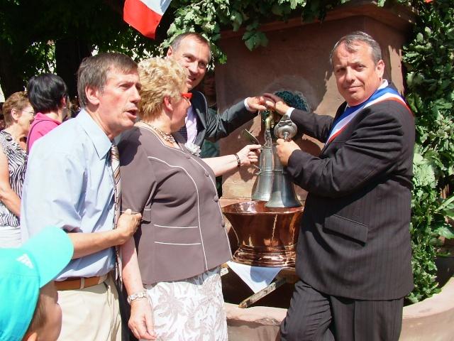 Jean-Marie et Marie-Odile Bockel à la fête de la fontaine de Wangen le 5 juillet 2009 Dscf3515