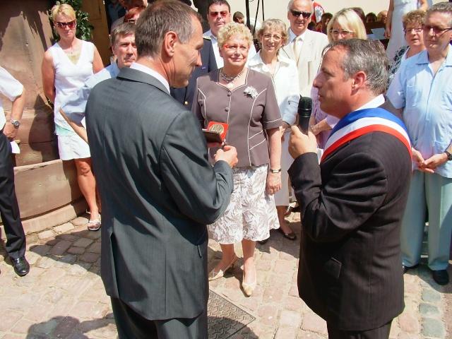 Jean-Marie et Marie-Odile Bockel à la fête de la fontaine de Wangen le 5 juillet 2009 Dscf3517