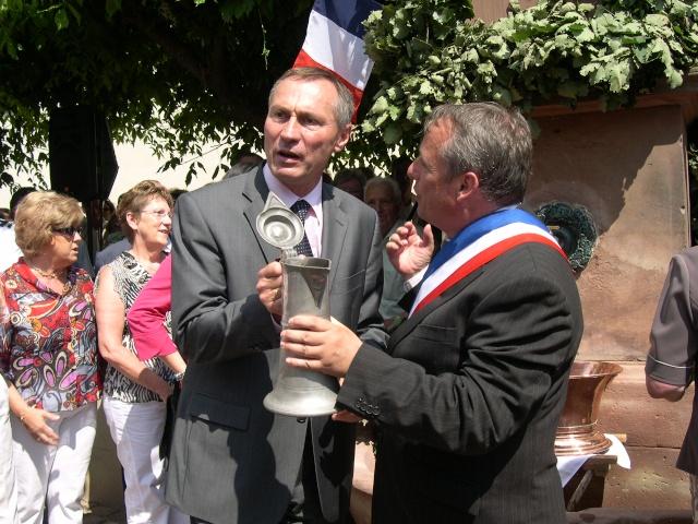 Jean-Marie et Marie-Odile Bockel à la fête de la fontaine de Wangen le 5 juillet 2009 Dscn8911