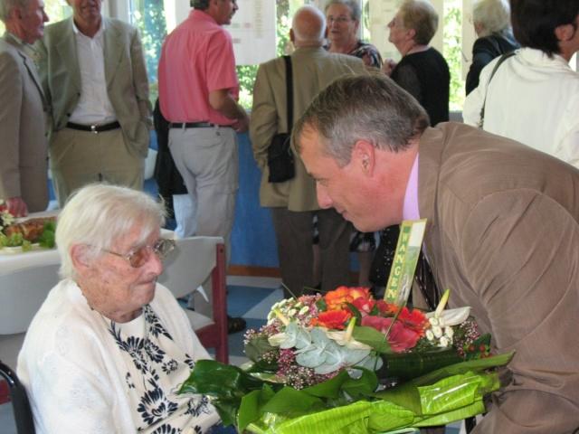 Madame Joséphine Zores a fêté ses cent ans  le 6 septembre 2009 Img_1811
