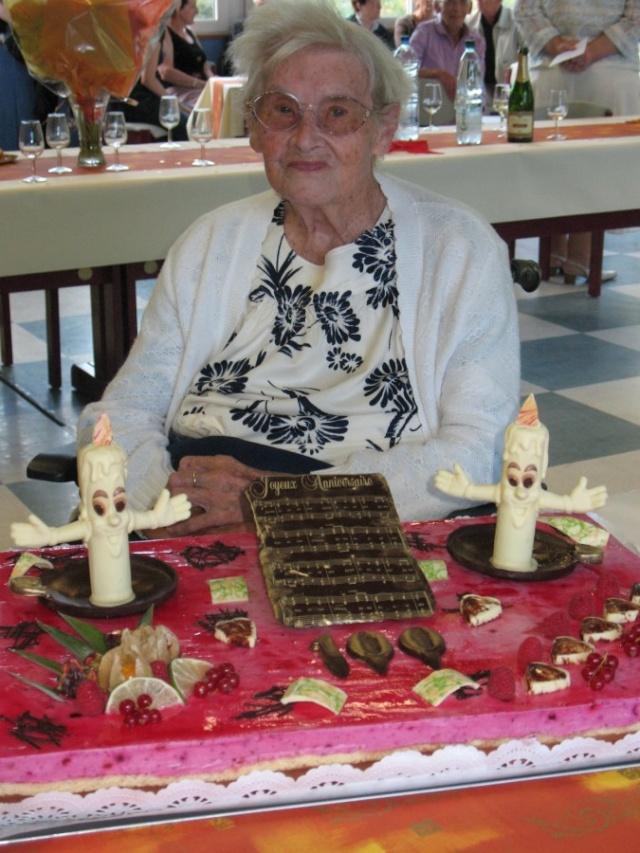 Madame Joséphine Zores a fêté ses cent ans  le 6 septembre 2009 Img_1910