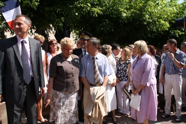 Jean-Marie et Marie-Odile Bockel à la fête de la fontaine de Wangen le 5 juillet 2009 Jm_boc37