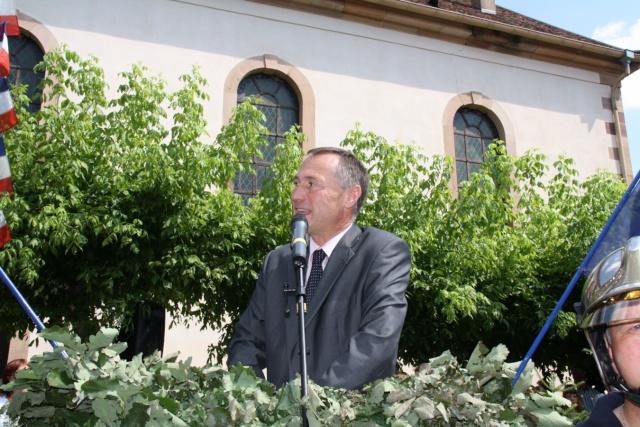 Jean-Marie et Marie-Odile Bockel à la fête de la fontaine de Wangen le 5 juillet 2009 Jm_boc40
