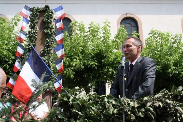 Jean-Marie et Marie-Odile Bockel à la fête de la fontaine de Wangen le 5 juillet 2009 Jm_boc41