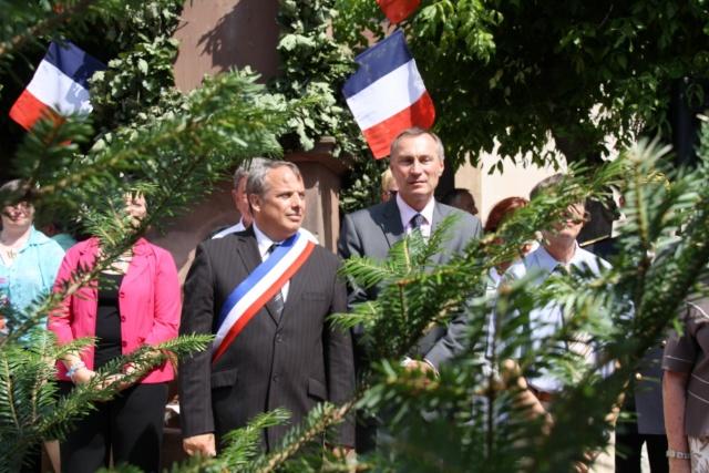 Jean-Marie et Marie-Odile Bockel à la fête de la fontaine de Wangen le 5 juillet 2009 Jm_boc46