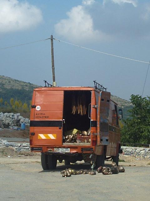 Véhicules Grecs (triporteurs, vans ...) Grece_30