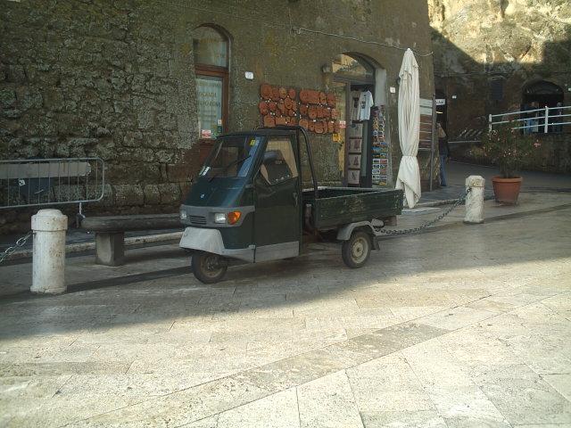 Véhicules Grecs (triporteurs, vans ...) Grece_34
