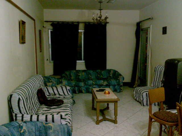 شقة ثلاثة غرف و صالة  مكيفة لإيجار في المجموعة التاسعة الدور الثاني  تطل علي الملاهي Uuuuu125