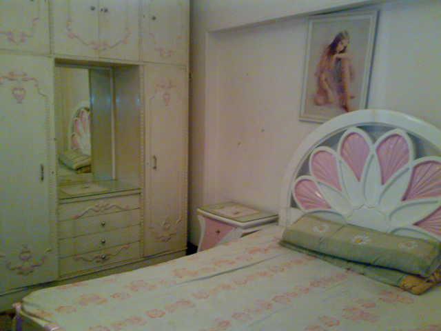 شقة ثلاثة غرف و صالة  مكيفة لإيجار في المجموعة التاسعة الدور الثاني  تطل علي الملاهي Uuuuu126