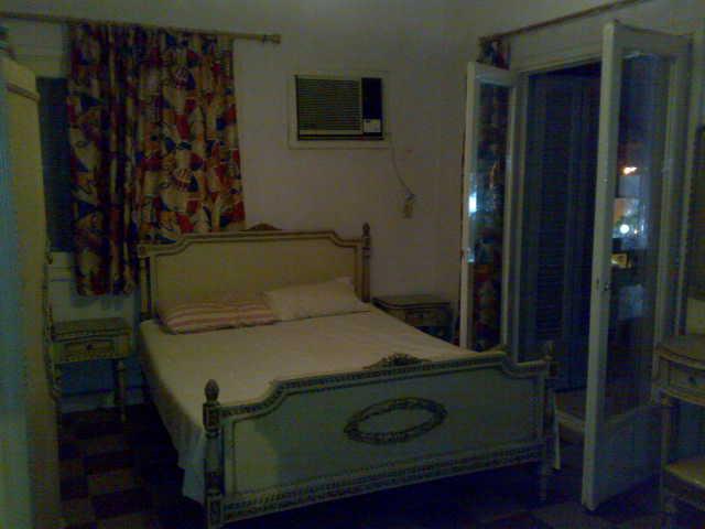 شقة ثلاثة غرف و صالة  مكيفة لإيجار في المجموعة التاسعة الدور الثاني  تطل علي الملاهي Uuuuu127