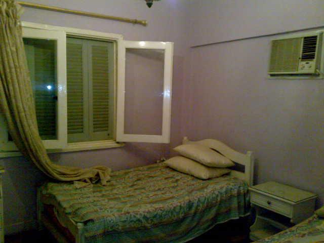 شقة ثلاثة غرف و صالة  مكيفة لإيجار في المجموعة التاسعة الدور الثاني  تطل علي الملاهي Uuuuu128
