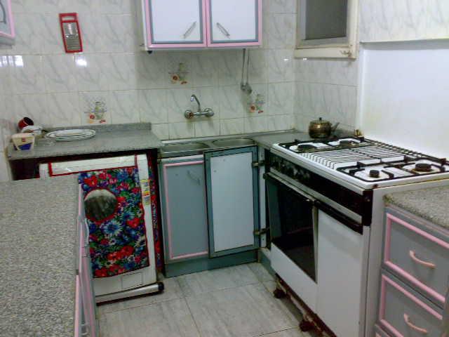 شقة ثلاثة غرف و صالة  مكيفة لإيجار في المجموعة التاسعة الدور الثاني  تطل علي الملاهي Uuuuu129