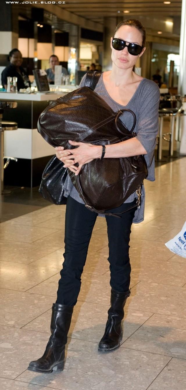 7/24/09 Angelina and Maddox Heathrow Airport 01412