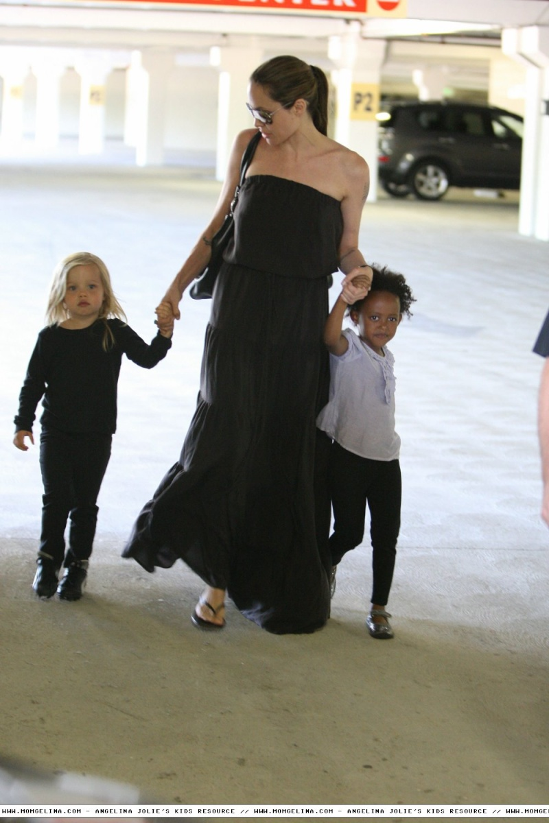 Angelina Jolie And daughters Shiloh and Zahara 06070910