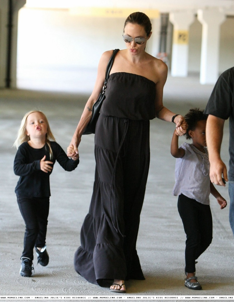 Angelina Jolie And daughters Shiloh and Zahara 06070913