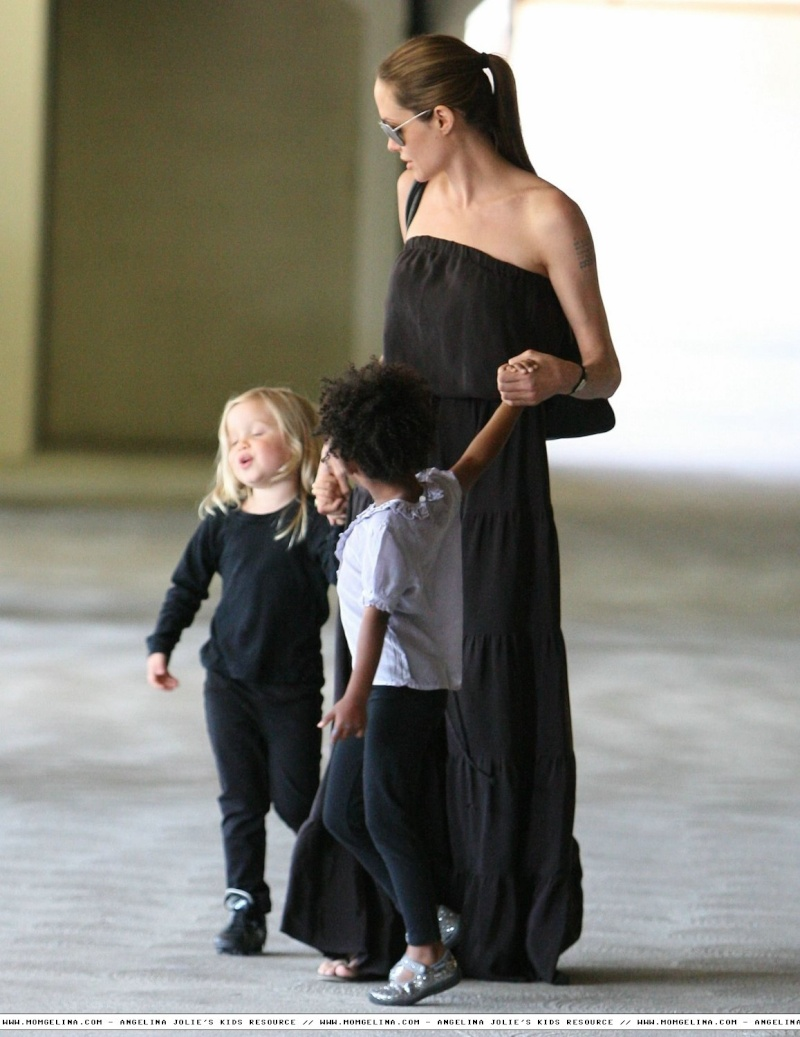 Angelina Jolie And daughters Shiloh and Zahara 06070915