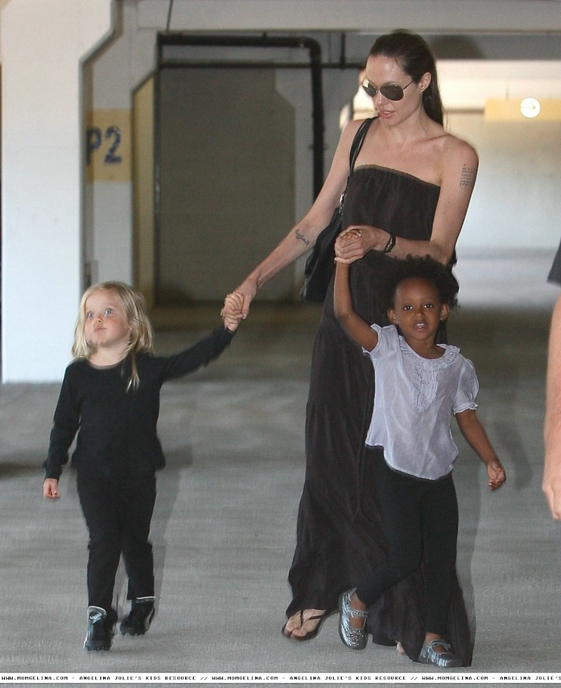 Angelina Jolie And daughters Shiloh and Zahara 06070916
