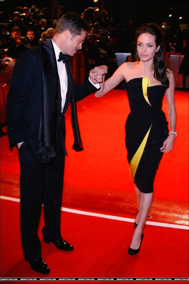 Brad and Angelina Movie Premieres  - Page 5 0_283810