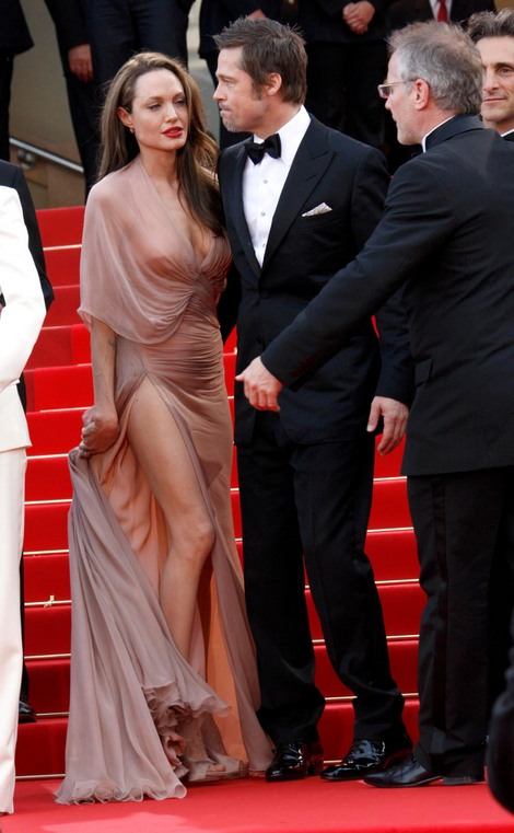Brad and Angelina Movie Premieres  - Page 3 13210