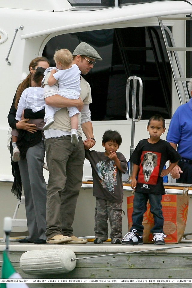 Brad and Angelina Movie Premieres  - Page 3 18080712