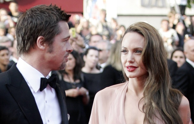 Brad and Angelina Movie Premieres  - Page 5 Bastar14