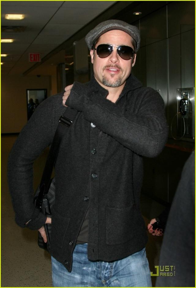 Brad and Angelina Movie Premieres  - Page 2 Brad-p10