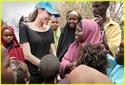 Angelina Jolie visita campo de refugiados de Dadaab, no Quênia 12.09.09 Angeli34